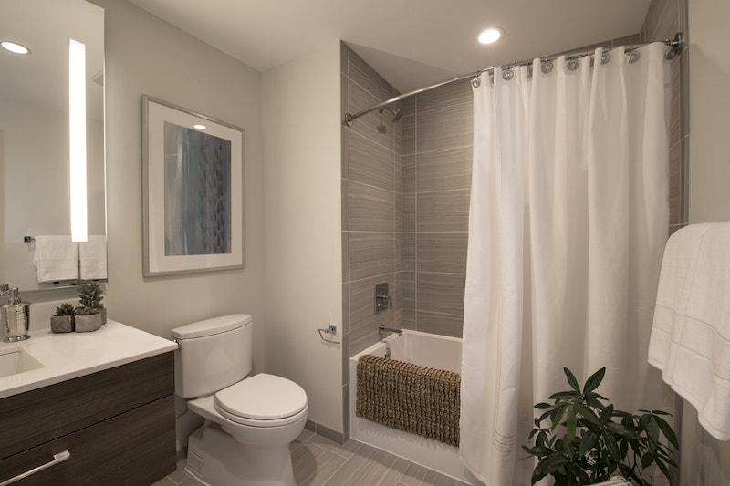 30 Dalton bathroom