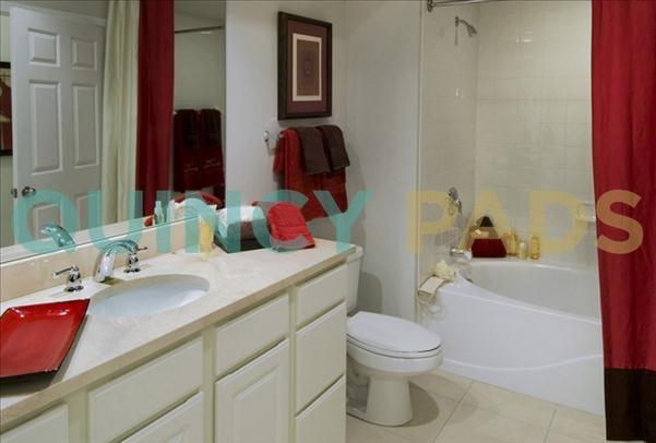 Quarry Hills Apartments bathroom