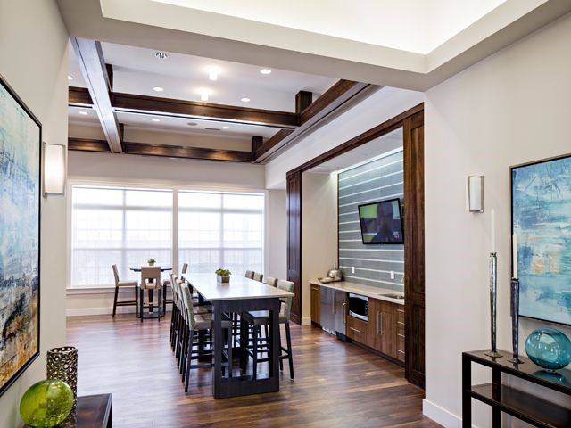 Avalon Quincy lounge