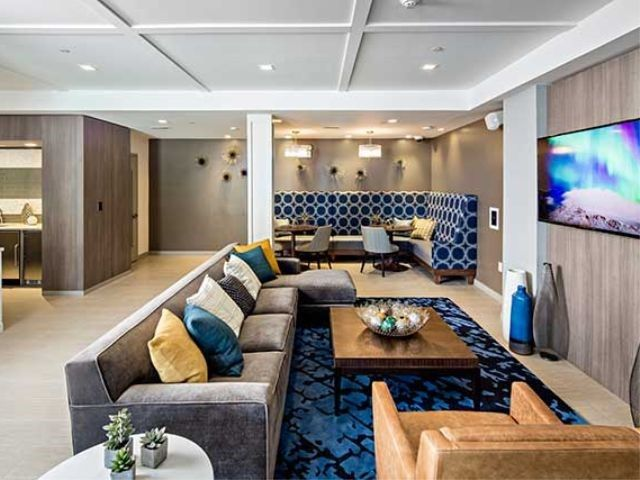 Avalon Quincy resident lounge