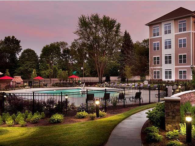 Avalon Quincy pool