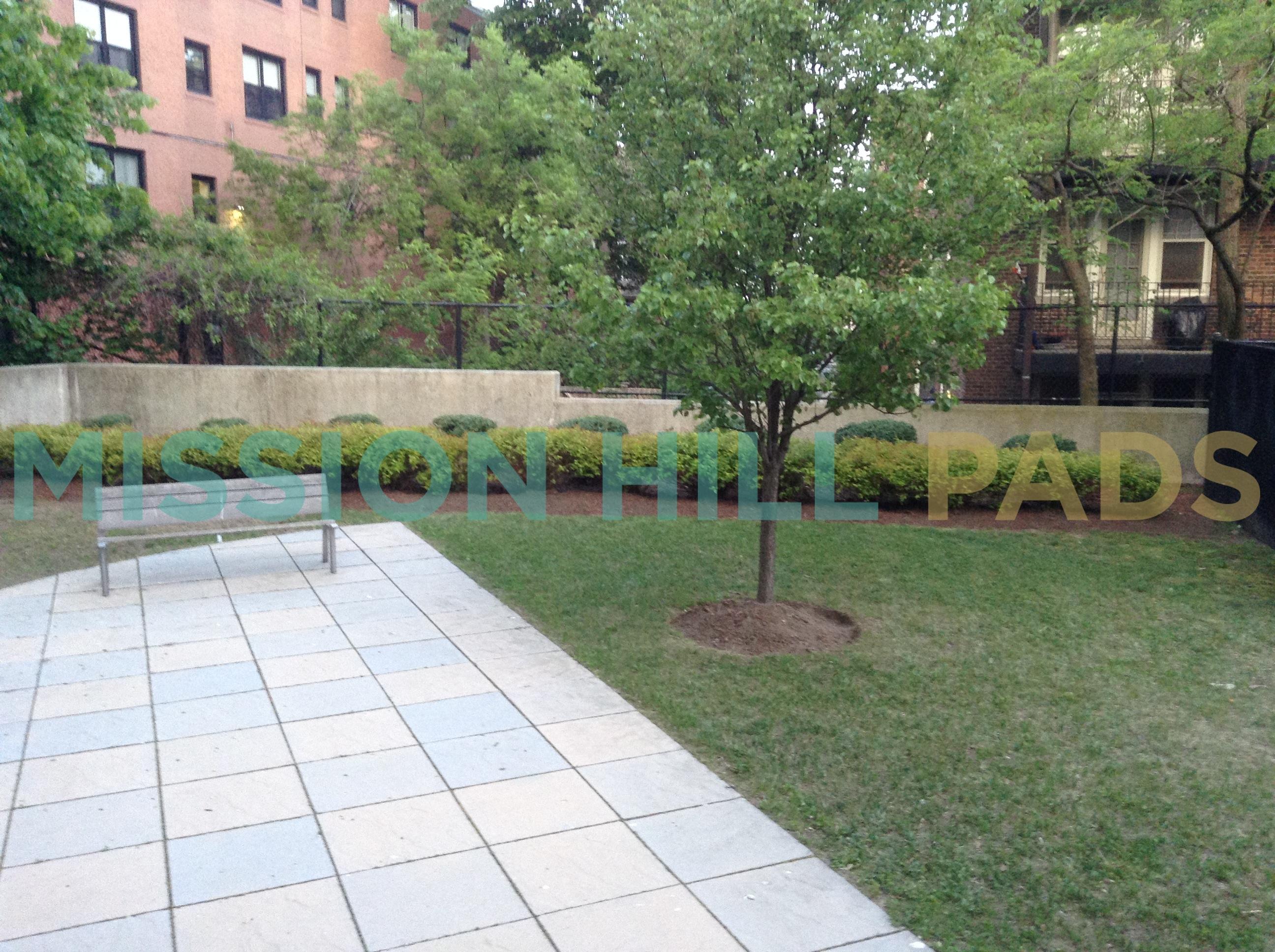 Madison Paradise Garden courtyard