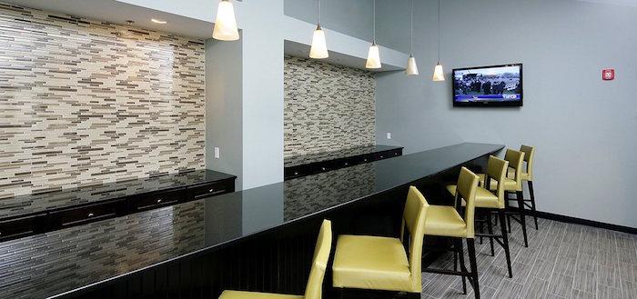 altitude apartments business center