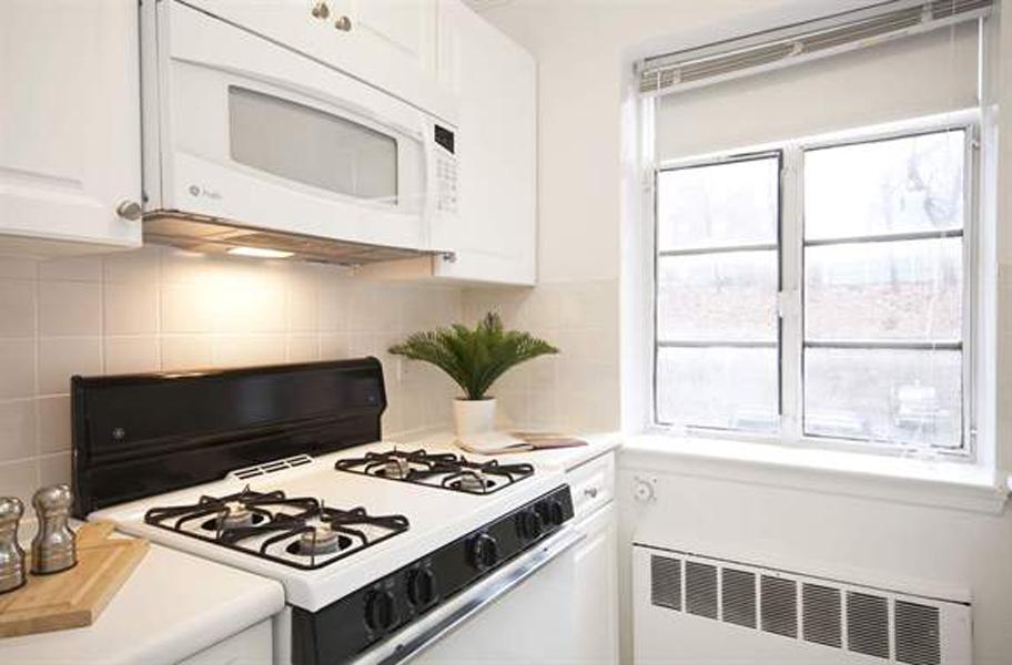 st._paul_gardens_apartments_in_brookline kitchen 1