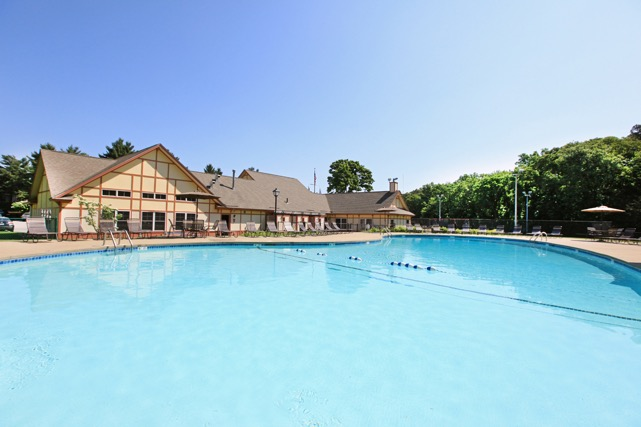The Commons at Windsor Gardens swimming pool