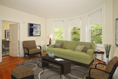 Hampton Court Apartments Brookline living area