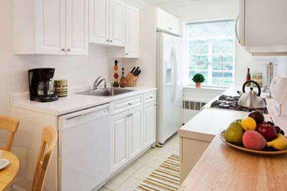 selkirk-place-apartments-brighton-ma-kitchen