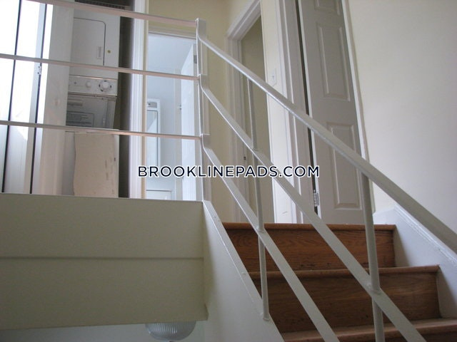 2 Beds 1.5 Baths - Brookline - Chestnut Hill $2,260 - Brookline - Chestnut Hill $2,430