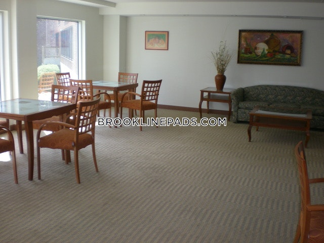 Fantastic 4 Bed on Beacon St - Brookline- Coolidge Corner $4,825 - Brookline- Coolidge Corner $4,825